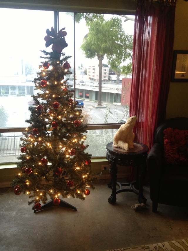 Tree on Dogs Dishes and Decor