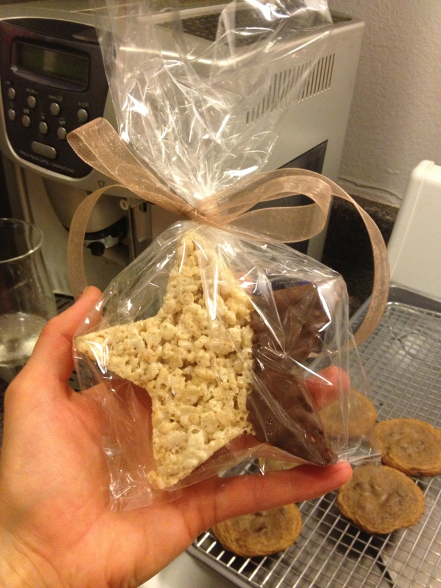 Baby Shower Treat on Dogs Dishes and Decor #star #chocolatedipped #ricekrispietreat #baby